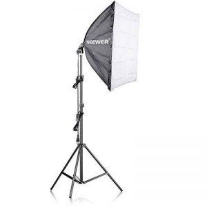Neewer 200W Kit de Support d'Eclairage Photographique et Softbox - 60x60 centimètres Softbox et Support d'Eclairage avec 45W Ampoule Fluorescente pour Photo Studio Portraits, Produit et Vidéo Tournage de la marque Neewer image 0 produit