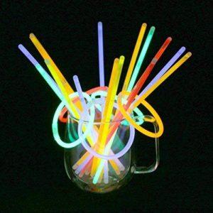 Vicloon 100PCS Bâtons Lumineux Fluorescents, 5 Couleurs Différentes Bracelets Fluos Lumineux pour Carnaval,Fête,Anniversaire de la marque Vicloon image 0 produit